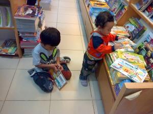 Violino Ridho Putra dan Cello Yenroza Putra di Gramedia Pekanbaru Riau (5)