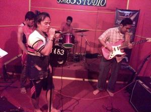 JM 83 Band latihan di JM 83 Studio Musik. Dahsyat Broo!!! (10)