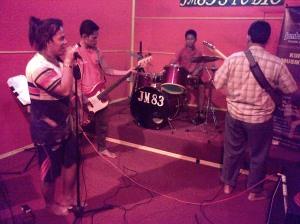 JM 83 Band latihan di JM 83 Studio Musik. Dahsyat Broo!!!