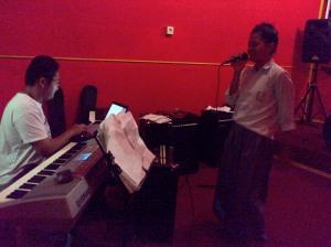 Melatih Siswa SMAN 1 Sentajo Raya Menuju Grand Final Lomba Seni Musik-Tarik Suara, Vokal Se Kabupaten Kuantan Singingi