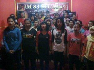 Tim Paduan SMANSA SENTRA (SMAN 1 Sentajo Raya) Kab. Kuantan Singingi - RIau Latihan di JM 83 STUDIO