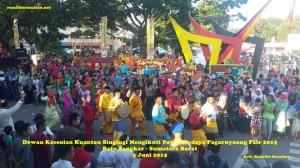 Dewan Kesenian Kuantan Singingi Mengikuti Pawai Budaya Pagaruyuang Fair 2015 Batu Sangkar - Sumatera Barat (8)