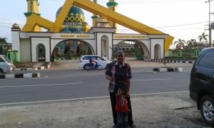 Di Depan Masjid Agung kab. Kuantan Singingi yang Oke (2)